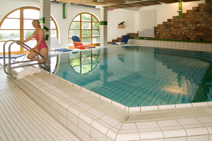 Indoor swmming pool and sauna: open around the clock at the Aparthotel Seespitz