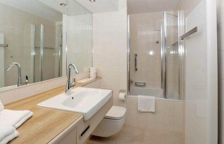 Badezimmer 3-Zimmer-Appartement _ Seespitz-Ferienwohnungen in Traumlage