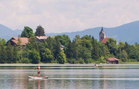 Stand-up-paddling am Appartementhotel Seespitz Füssen-Weissensee